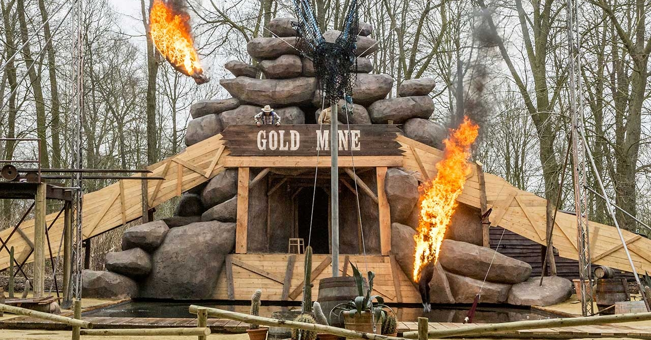 Stunt & Dive show Goldrush in Bellewaerde